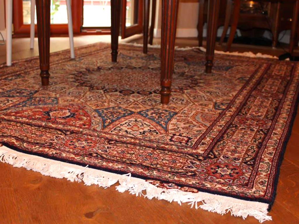 Tappeto Persiano Geometrie E Fantasia In Casa